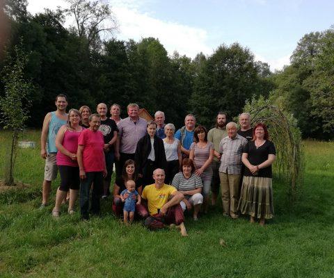 Letní školy včelaření v Kunvaldě apiterapie, apidomek nebo včelaření v ležanech